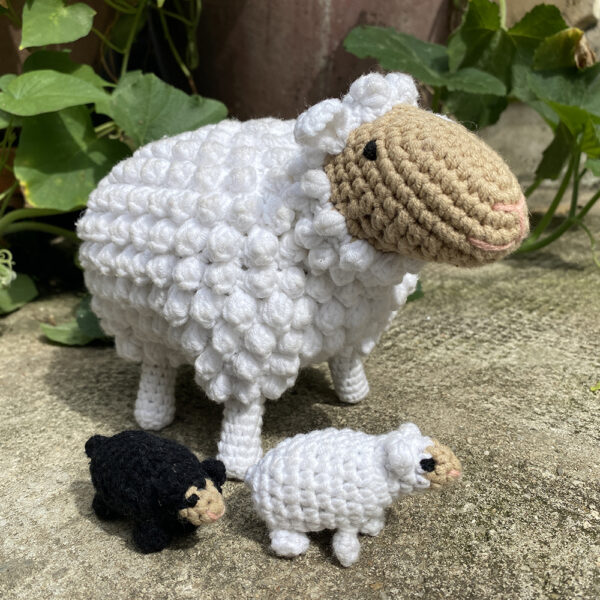 Mamma Sheep + 2 Baby Lambs